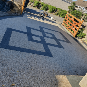 Resin driveway with design